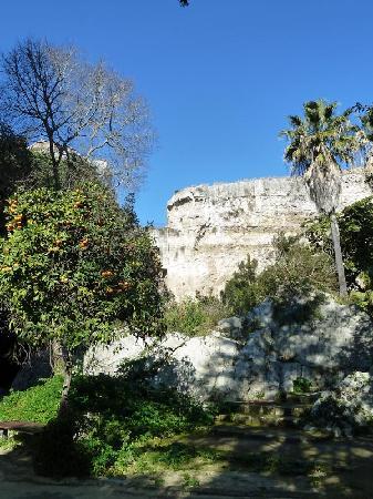Latomia del Paradiso: Bänke zum Ausruhen im Paradiesgarten