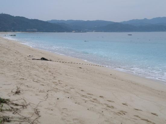 Okuma Beach : 天気が悪くてもきれいな海の色