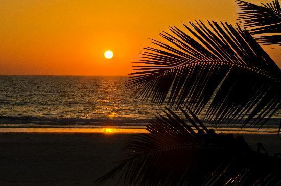 Ramada Caravela Beach Resort: Sunset at the Ramada