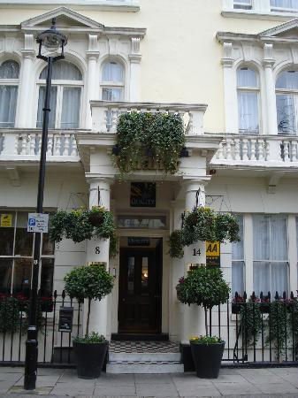 Quality Crown Hyde Park: Hotel exterior