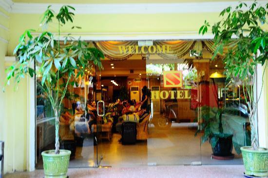 サリナ ホテル, 入口