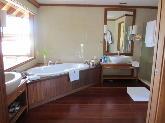 Conrad Maldives Rangali Island: Superior Water Villa Bathroom