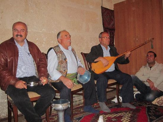 Old Greek House Restaurant and Hotel: Music and dancing after dinner.  Suliman is on the left.