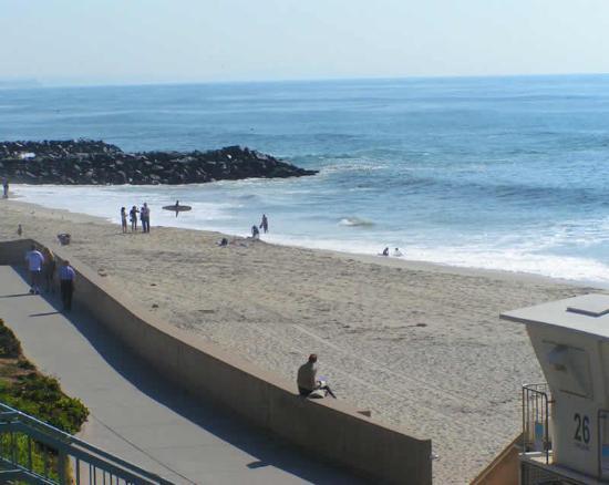 West Inn & Suites Carlsbad: Beach is two minutes away