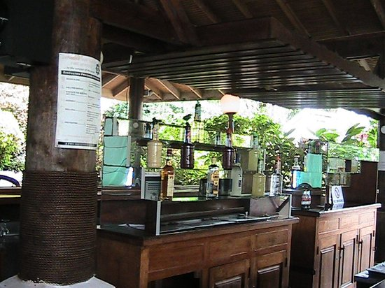 Tropikist Beach Hotel & Resort: Bar