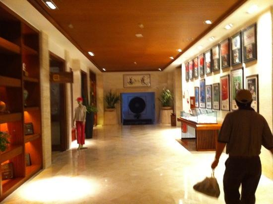 Yalong Bay Golf Club: lobby