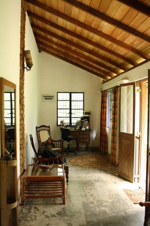 Kandy Cottage: front room