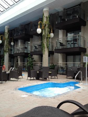 beds picture of hotel universel riviere du loup. Black Bedroom Furniture Sets. Home Design Ideas