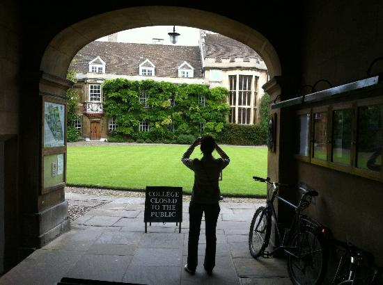 Lovell Lodge Hotel : Visiting the Colleges