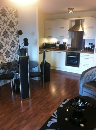 Oakhill Apartments: dining area/kitchen area