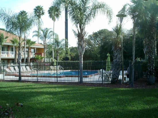 Days Inn Cocoa Cruiseport West At I-95/524 : Pool area