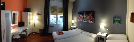Padilla Guest House: Sagrada Familia Room