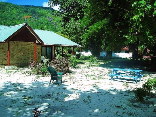 Villa Flamboyant : privaate chalets on beach
