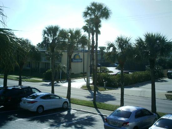 Days Inn Cocoa Beach Port Canaveral: Section two rooms