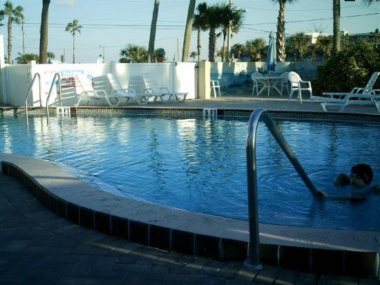 Days Inn Cocoa Beach Port Canaveral: Pool