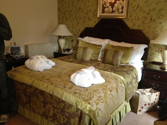 Armathwaite Hall Hotel & Spa : Our bed (spa room)