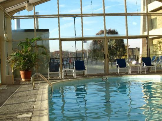 Baymont Inn & Suites Corbin: Poolside