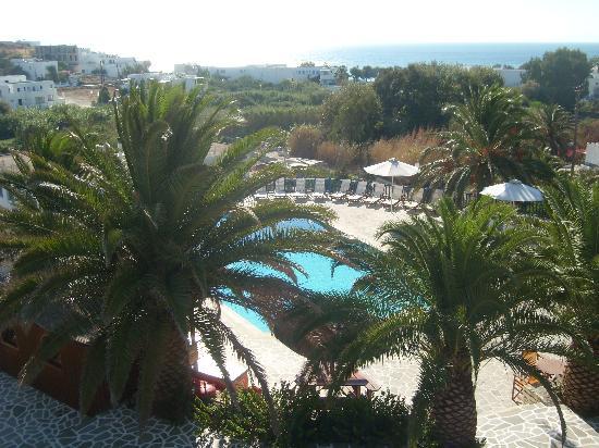 Albatross Hotel: Vue sur la piscine depuis notre terrasse