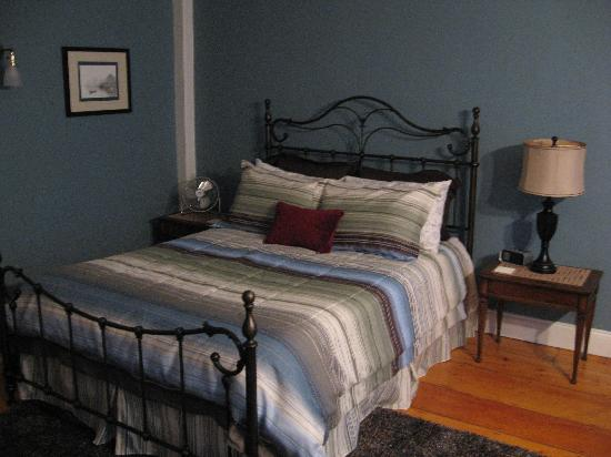 Lily's at Little Rest - Bed & Breakfast: Second floor guest room...Atlantic