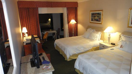 DoubleTree by Hilton Hotel Flagstaff: Big Room and Very Confortable Beds