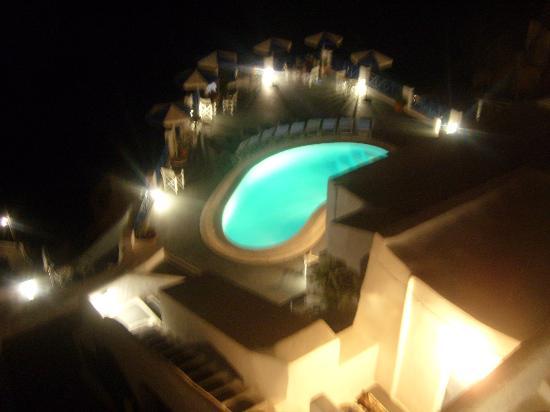 Lauda Hotel: Piscine vue de nuit