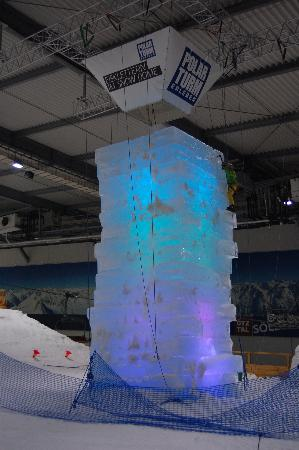 Snow Dome Bispingen: Eisklettern am Block