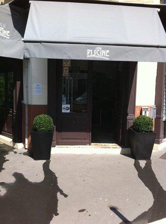 Photo of Restaurant 158 Cote Piscine at 158, Rue Du Vieux Pont De Sèvres, Boulogne-Billancourt 92100, France