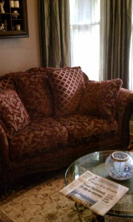 Larelle House Bed & Breakfast: A sitting area.