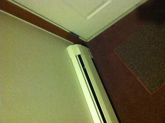 The Mountain Road Resort: Outdated baseboard heaters and dirty floor