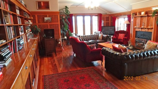Te Anau Lodge: Living room