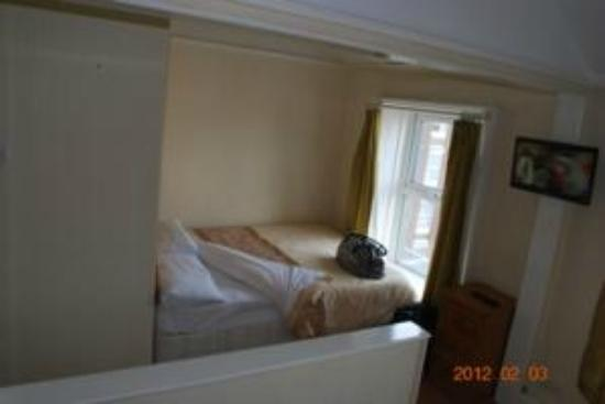 Parkway Guesthouse: our bedroom