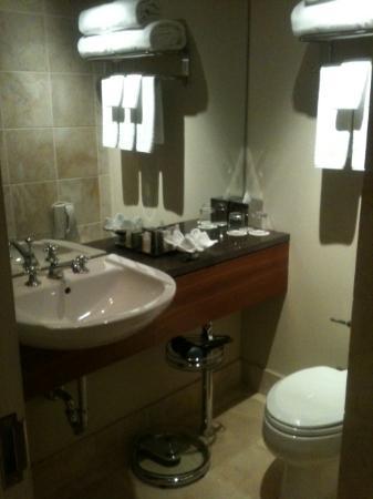 هوتل تياترو: Nice bathroom