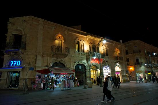 ‪فندق القدس: The hostel viewed from the main street‬