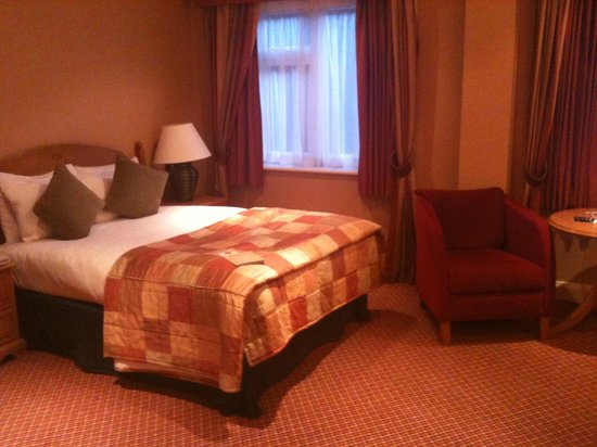 The Bull Hotel : The room