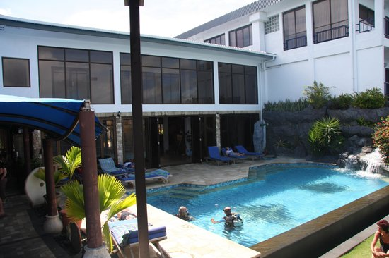 Manta Ray Bay Resort: pool
