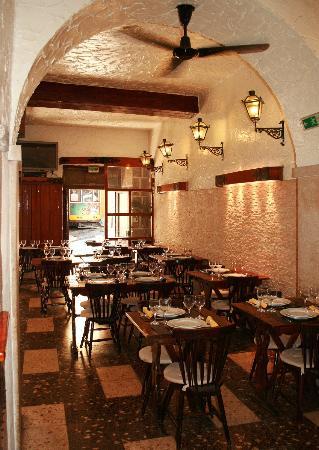 Restaurante O Carvoeiro: Sala de entrada