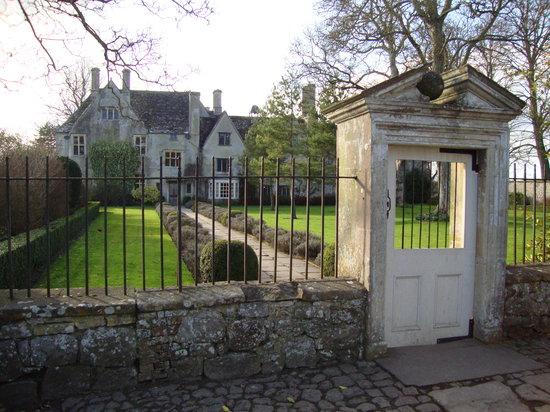 Avebury Manor: Front of manor