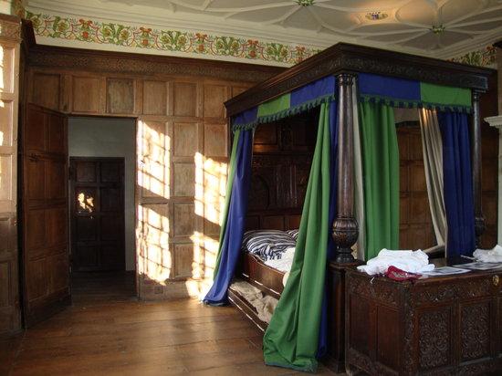 Avebury Manor: Bedroom