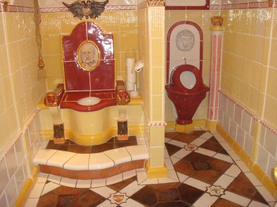 Hotel Kaysers Tirolresort: Des Kaysers WC - das prächtigste der Welt!