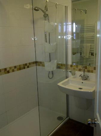 Mereside: bathroom