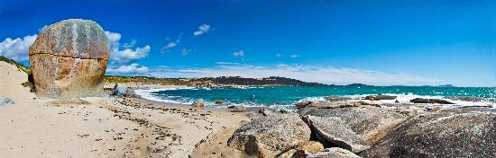 Flinders Island Cabin Park and Car Hire : Castle Rock