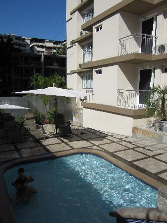 AZ Hotel & Suites: Piscine