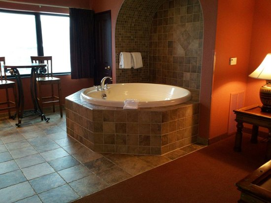 Chula Vista Resort: My grandson's BIG bathtub.