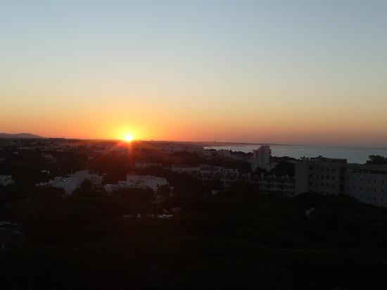 Holiday Village Algarve Balaia: Sunrise from side Balcony at kitchen