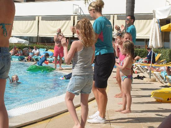 Holiday Village Algarve Balaia: Poolside entertainment