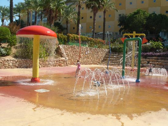 Holiday Village Algarve Balaia: Fountains and water sprays