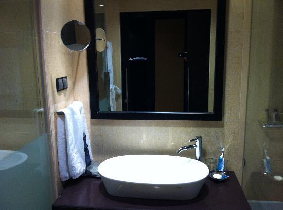 EPIC SANA Luanda Hotel: Banheiro