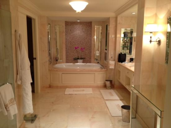 Four Seasons Hotel Boston Bathroom
