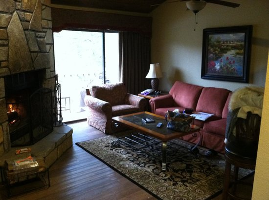 Foxhunt at Sapphire Valley: Living Room