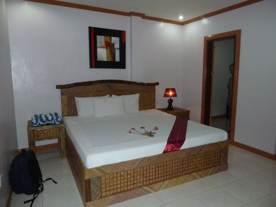 Anda White Beach Resort: Main bed in family room
